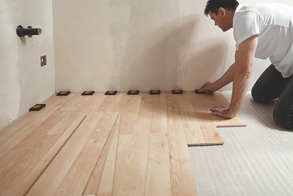 Spacer: professional tool for floor layers